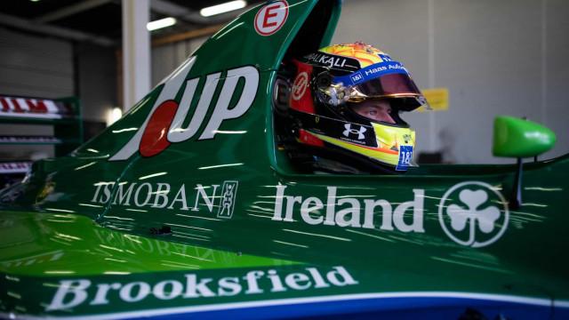Momento emocionante: Mick Schumacher conduz o primeiro carro do pai na F1