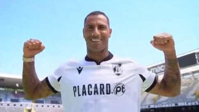 Vitória SC apresenta novas camisolas com a ajuda de Quaresma e companhia