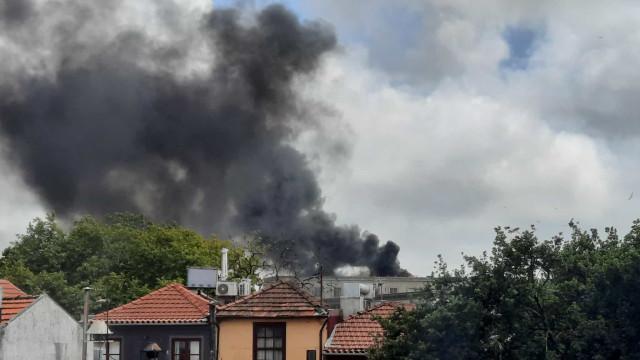 Incêndio em curso no Palácio da Justiça do Porto