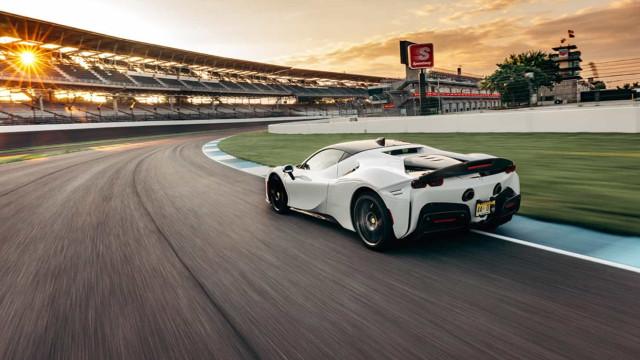 Ferrari SF90 Stradale é detentor do novo recorde de Indianápolis