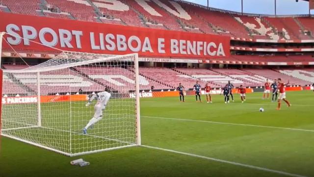 O golo de Pizzi que adiantou o Benfica diante do Marseille na Luz