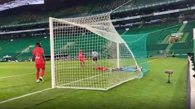 Paulinho (com muita sorte à mistura) fez o empate frente ao Lyon
