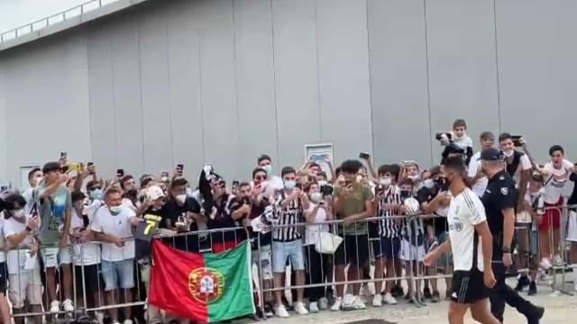 'Loucura' dos adeptos no regresso de Ronaldo a Turim