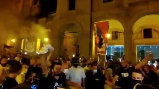 'Loucura total': Adeptos do Bolgona receberam Arnautovic em festa