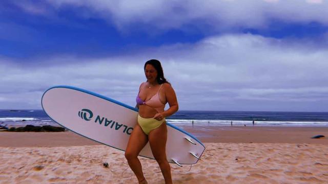 Joana Machado Madeira mostra mamilos em novas fotos na praia