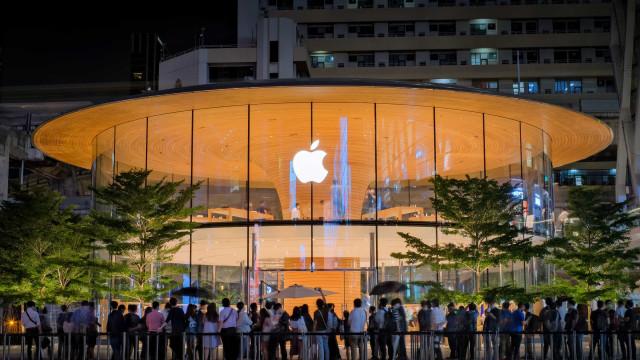 iPhone volta a 'brilhar' num trimestre memorável para a Apple