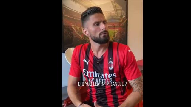 Giroud a conversar com Giroud (!) numa aula de italiano que já é viral