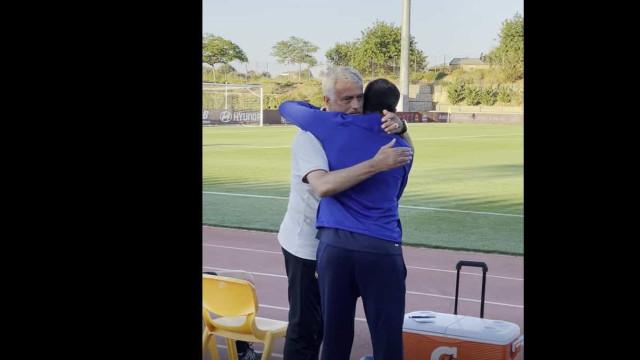 O momento em que Mourinho levou o banco do FC Porto às gargalhadas