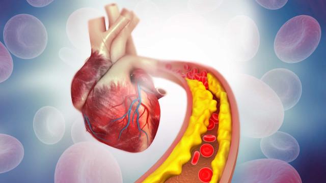 O sumo natural com dois ingredientes que combate o colesterol alto