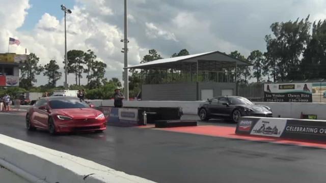 O Tesla mais potente venceu prova contra o Porsche Taycan