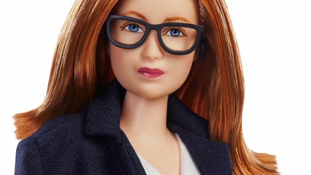 Mattel cria barbie da mulher que desenvolveu vacina da AstraZeneca