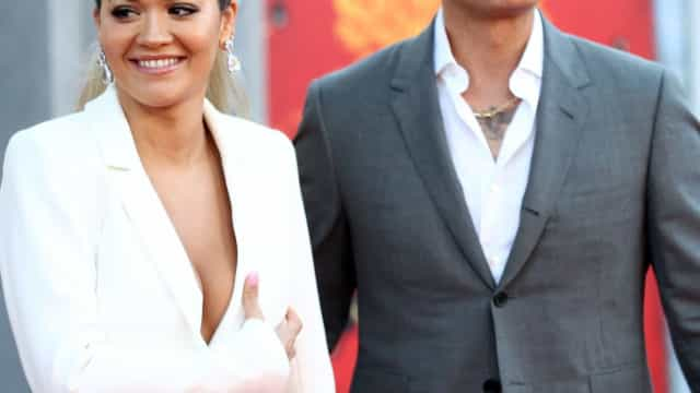Rita Ora e Taika Waititi estreiam-se como casal numa 'red carpet'