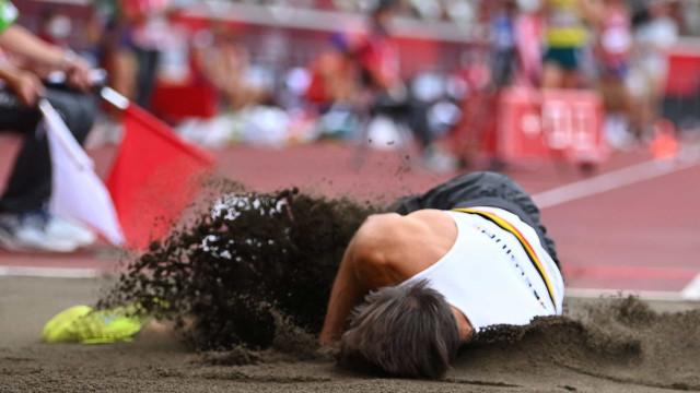Susto em Tóquio'2020: Atleta belga caiu desamparado na areia