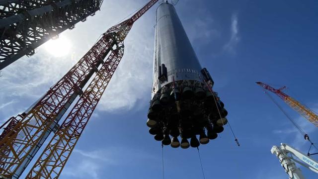 Elon Musk partilha imagens do novo (e poderoso) foguetão da SpaceX
