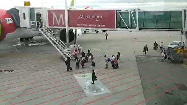 Passageiros perdem voo e invadem placa do aeroporto de Lisboa