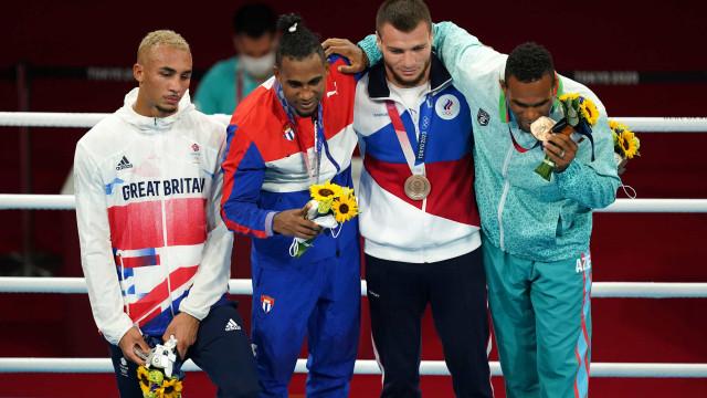 Pugilista britânico recusou-se a usar medalha de prata no pódio