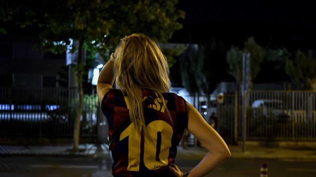 Adeptos do Barcelona em lágrimas após a saída de Messi