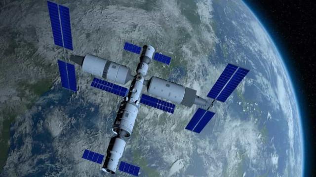 Astronautas chineses deixam estação espacial de regresso à Terra