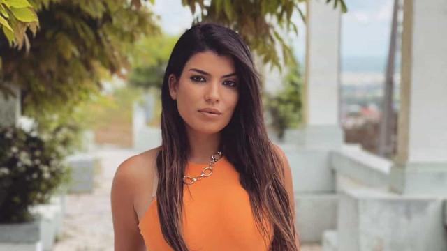 Sofia Sousa, ex-'Secret Story', é empregada de mesa num restaurante