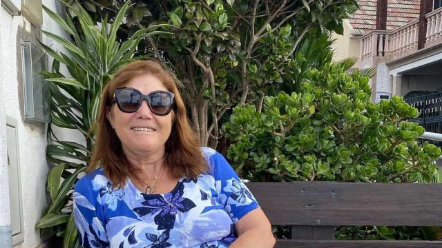 Dolores Aveiro posa ao lado do namorado... e de um leão