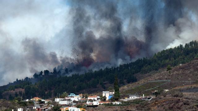 Vulcão entra em erupção nas Canárias. Siga em direto