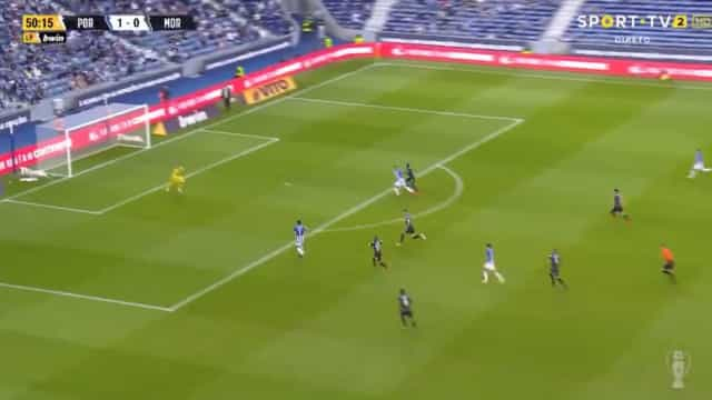 Luis Díaz castiga 'asneira' de Pasinato e amplia vantagem do FC Porto