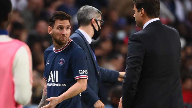 Lionel Messi foi substituído e fez esta cara de pouco amigos a Pochettino