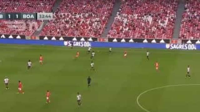 Da cabeça de Weigl nasceu o segundo golo do Benfica
