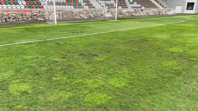 Relvado do estádio do Marítimo mantém-se interdito