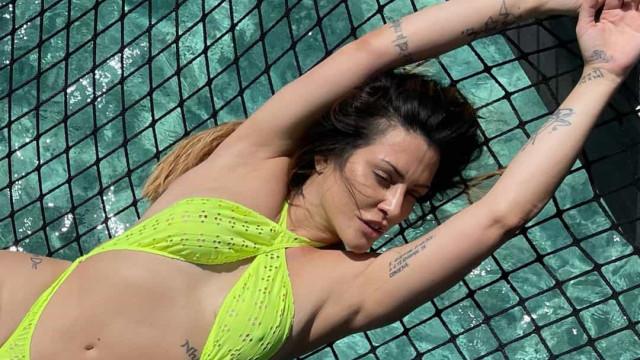 Cleo Pires posa com toda a sensualidade durante férias nas Maldivas