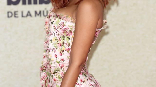 Billboard Latin Music Awards. Anitta aparece ruiva na passadeira vermelha