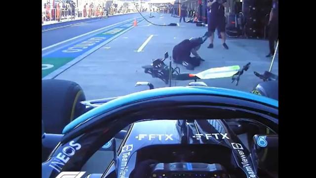Hamilton não travou a tempo e por pouco não atropelou mecânico
