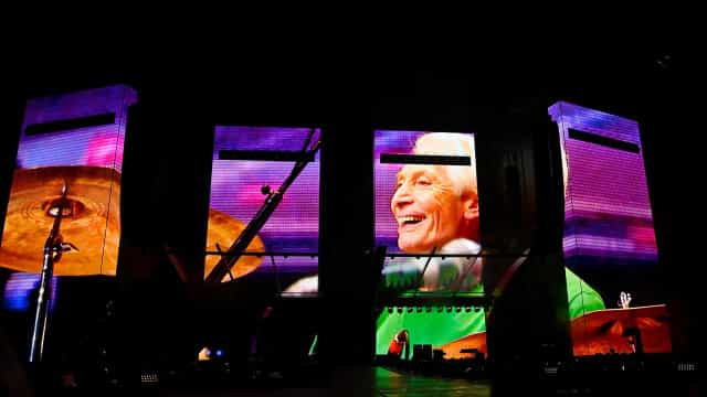 Rolling Stones homenagearam Charlie Watts no 1º concerto após a sua morte