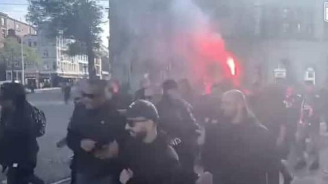 Adeptos do Besiktas fazem a festa nas ruas de Amesterdão