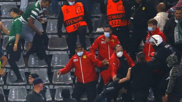 Polícia obrigada a intervir na bancada dos adeptos do Sporting