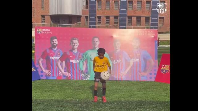 Jovem de 7 anos do Barcelona conseguiu 146 toques em apenas... 1 minuto
