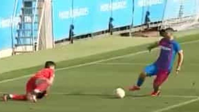 Demorou, mas chegou. Eis o primeiro golo de Aguero pelo Barcelona