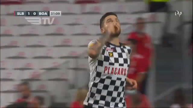 Golo de Sauer ao Benfica eleito o melhor do mês de setembro