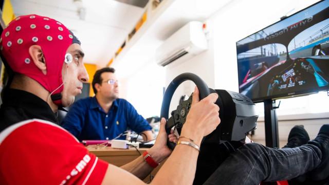 Pilotos da Nissan fazem testes inovadores ao cérebro. Ora veja
