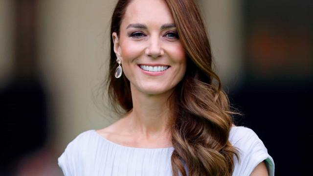 Kate Middleton brilha em gala de prémios com vestido que usou há 10 anos