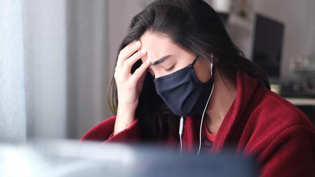 Usar máscara dá-lhe dor de cabeça? Entenda a razão e saiba como evitar