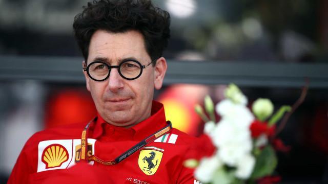 O momento em que Schumacher apresentou o atual chefe da Ferrari ao mundo