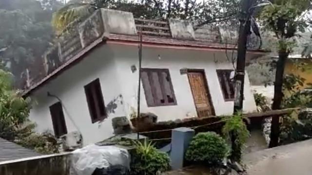 Casa foi arrastada pelas cheias. Número de mortos na Índia subiu para 35