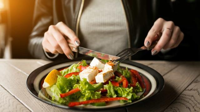 Está de dieta? Fuja destas saladas que não ajudam a perder peso