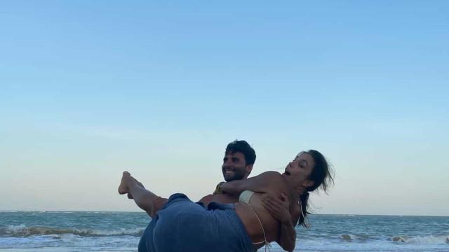 Ivete Sangalo e marido mostram-se muito apaixonados na praia