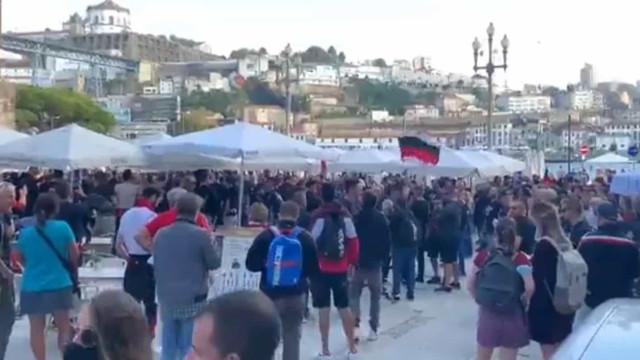 A festa dos adeptos do AC Milan antes do jogo com o FC Porto