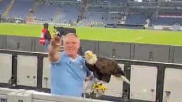 Lazio suspende ex-tratador de águia do Benfica apanhado em vídeo polémico