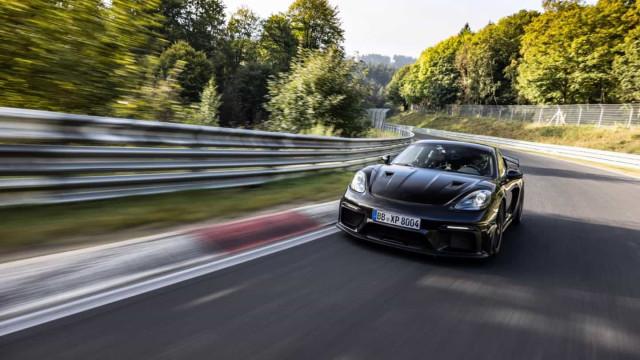 Visto pela 1.ª vez. Porsche 718 Cayman GT4 RS foi testado em Nurburgring