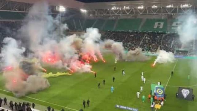 Protesto 'infernal' retarda arranque de jogo na Ligue 1