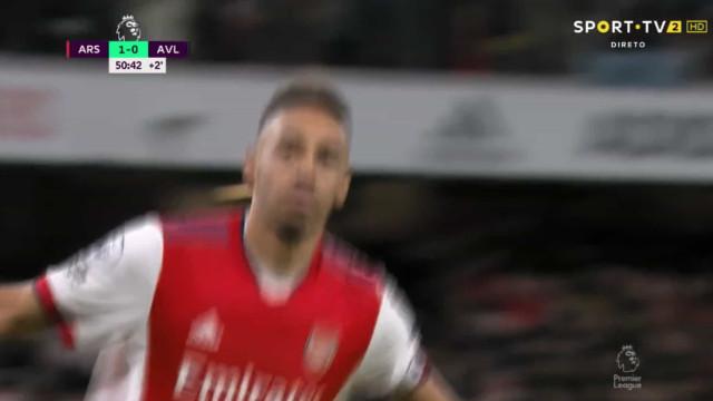 Arsenal marca à segunda penálti assinalado... após apito para o intervalo